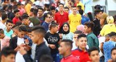 المصريون يفرحون بالعيد على كوبرى روض الفرج