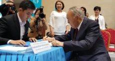 رئيس كازاخستان يدلي بصوته في الانتخابات
