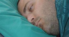 النوم بالعيون المفتوحة