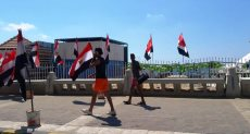 كورنيش الإسكندرية يتزين بالأعلام