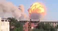 لحظة انفجار في مستودع للأسلحة والذخائر