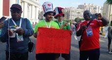 شاب مصرى يرحب بجمهور نيجيريا