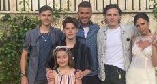 ديفيد وفيكتوريا بيكهام مع أولادهما