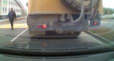أثناء رجوع الشاحنة للخلف