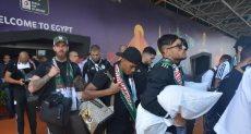 المنتخب الجزائري تغارد مطار القاهرة