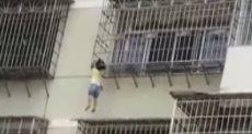 إنقاذ طفلة فى الصين عُلقت بالهواء لمدة 10 دقائق