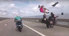 لحظة اصطدام سائق الدراجة النارية