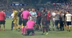 اصابة حكم المباراة