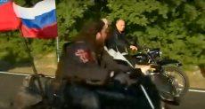بوتين يقود دراجة نارية