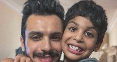 الموزع الموسيقى أحمد إبراهيم مع نجله مالك