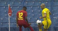لاعب أبها لحظة لمسه الكرة