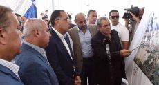 رئيس الوزراء يتفقد ميناء الأسكندرية
