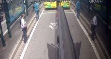 سائقو حافلات يسارعوا بالقبض على لص سرق مسن فى الصين