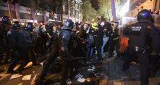 اشتباكات عنيفة بين الشرطة والمتظاهرين فى إقليم كتالونيا