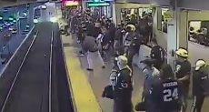 لحظة إنقاذ رجل من تحت عجلات القطار فى كاليفورنيا
