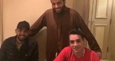 تركي آل الشيخ يستقبل مؤمن زكريا والمشجع حمصه قبل رحلة علاجهما
