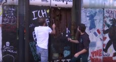 صانع شيكولاتة يحتفل بذكرى سقوط جدار برلين