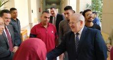 رئيس جامعة القاهرة يتفقد انتخابات الطلال