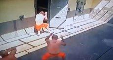 سجناء يختطفون حارسهم فى البرازيل ويحتجزونه