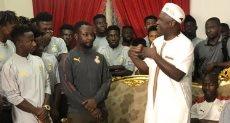 سفير غانا مع لاعبي المنتخب الاولمبى