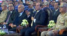 الدكتور مجدى يعقوب بجوار الرئيس السيسي
