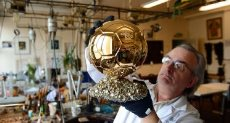 صانع الكرة الذهبية