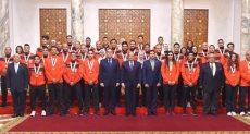 الرئيس عبد الفتاح السيسي مع المنتخب الأوليمبى