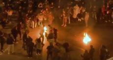 المحتج يشعل النار فى نفسه