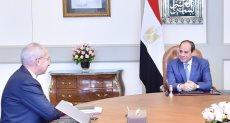 الرئيس السيسي والمهندس محمد يحيى زكي رئيس الهيئة العامة للمنطقة الاقتصادية لقناة السويس