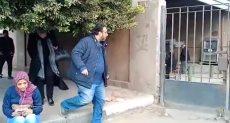 حسام حسني ينتظر جثمان والد إيهاب توفيق