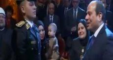 السيسي مع أسرة الشهيد وائل طاحون