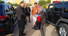 مديرة الدار أثناء زيارة محافظ الشرقية للدار لأمس