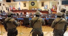 قوات الجيش داخل مقر البرلمان