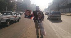 انتشار لباعة صور مبارك بمحيط مجمع الجلاء قبل خروج الجثمان