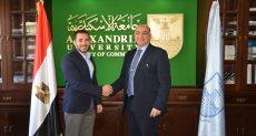 رائد الأعمال محمد وحيد والدكتور السيد الصيفى عميد كلية التجارة جامعة الإسكندرية
