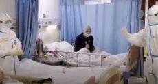 ممرضة صينية تغنى للمريضة