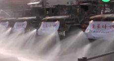 سيارات عسكرية تعقم الشوارع فى كوريا