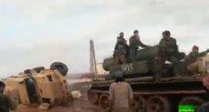 دبابة سورية تجر مصفحة تركية