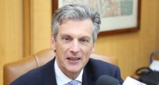 السفير البريطانى بالقاهرة السير جيفرى آدامز