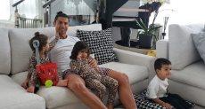 رونالدو مع اطفاله