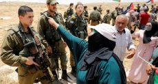 فلسطينون يواجهون قوات الاحتلال - أرشيفية