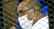 عمر البشير أثناء المحاكمة