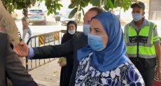 نيفين القباج وزيرة التضامن الاجتماعى تدلى بصوتها في الانتخبات البرلمانية