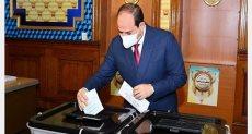 الرئيس السيسي يدلي بصوته في انتخابات مجلس النواب