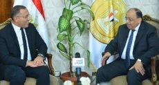 وزير التنمية المحلية يتحدث للكاتب الصحفى خالد صلاح