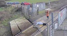 امرأة تخاطر بحياتها من أجل صورة سيلفى