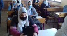 طلاب يؤدون الامتحانات - أرشيفية