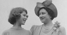 الملكة إليزابيث الثانية ووالدتها