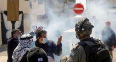 قوات الاحتلال الإسرائيلي تطلق الغاز
