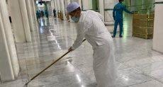 صورة الوزير ينظف الحرم